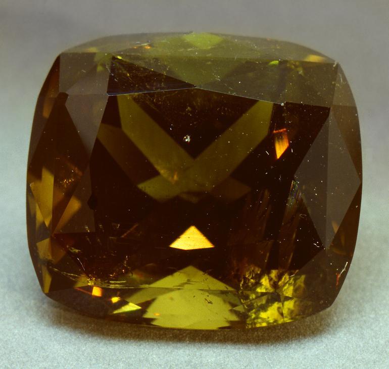 Дравит (минерал или желтый турмалин-эльбаит)
