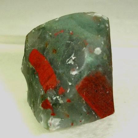 Кровавый камень - синоним гелиотропа