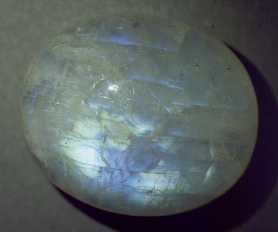 Лунный камень  (ирризирующие полевые шпаты)