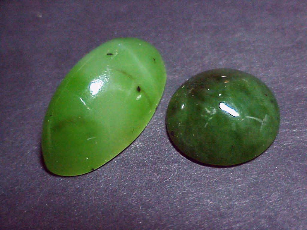 Нефрит  (актинолит-тремолитовый агрегат)