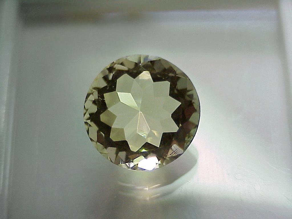 Ортоклаз  (минерал группы полевых  шпатов)