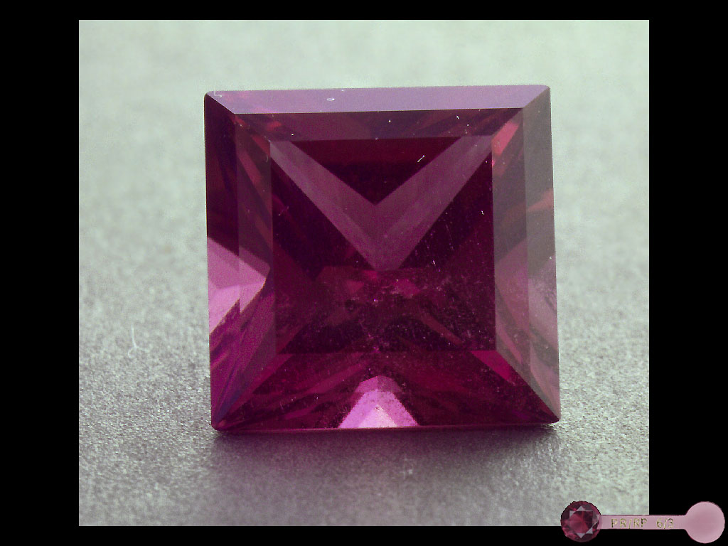 Родолит  (минерал группы  гранатов,  ближе к пиропу)