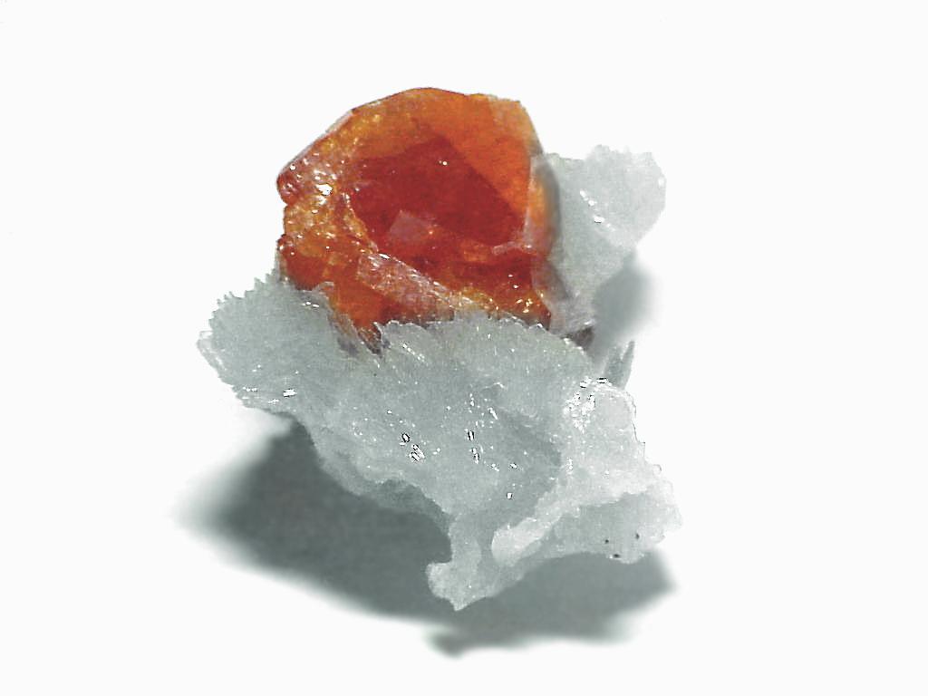 Спессартин  (минерал группы гранатов)