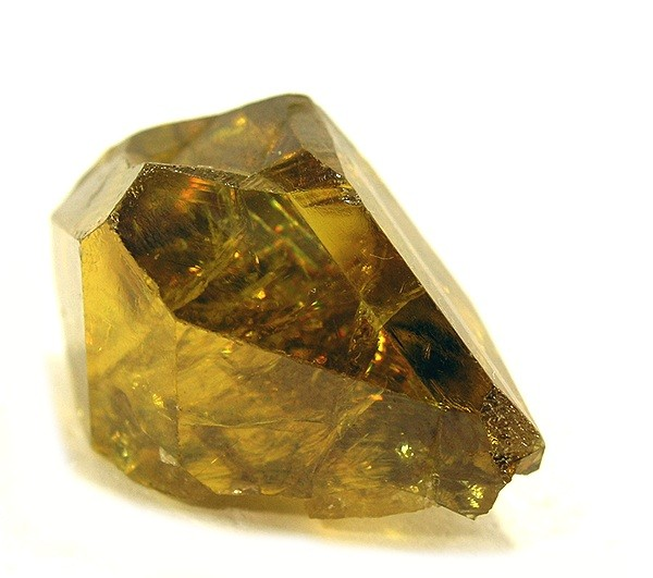 Титанит  -  синоним  сфена