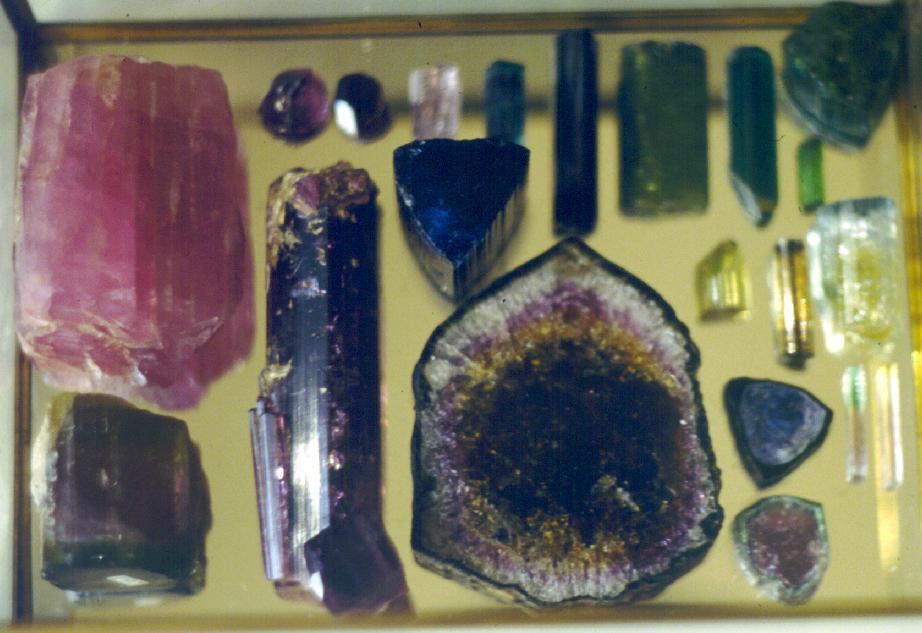 Эльбаит  (минерал группы турмалина)