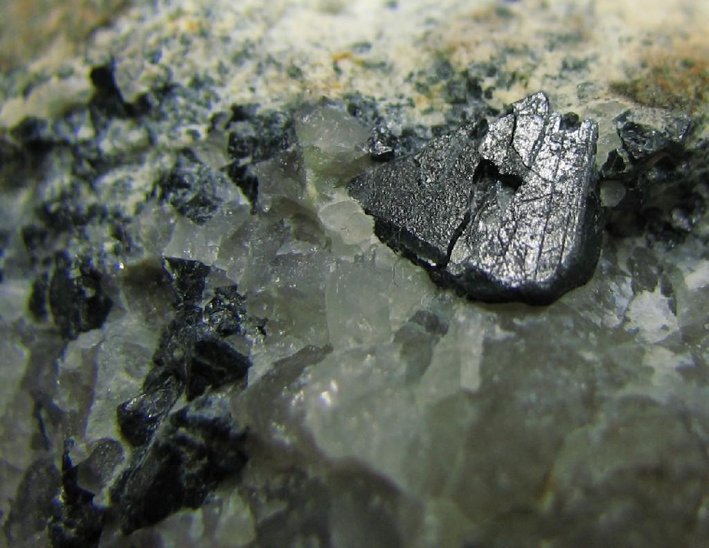 Ганит  (минерал подгруппы шпинели)