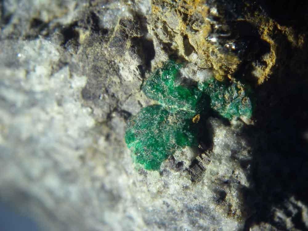 Голдманит  (минерал группы граната)